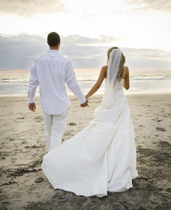 Beach_wedding_couple